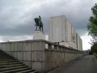 Památník - pohled z jihozápadu