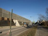 Praha 15 - přechod a protihluková stěna