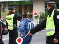Pardubice - přechod pro chodce s policejní hlídkou