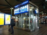 Schiphol Amsterodam - výtahy k vlakům