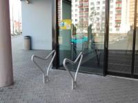Plzeň - cyklostojany - galerie Dvořák