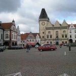 Na Žižkově náměstí v centru Tábora je možné parkovat