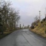 V Manětíně hlídají silnici sochy