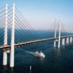 Dvoupatrový most spojuje Dánsko a Švédsko