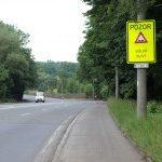 Dopravní značky upozorňují na nerovnosti způsobené poddolováním