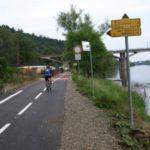 Cyklisté užívají dokončený  úsek pražské cyklostezky A1