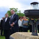 V Újezdu u Brna je pomník obětí letecké havárie