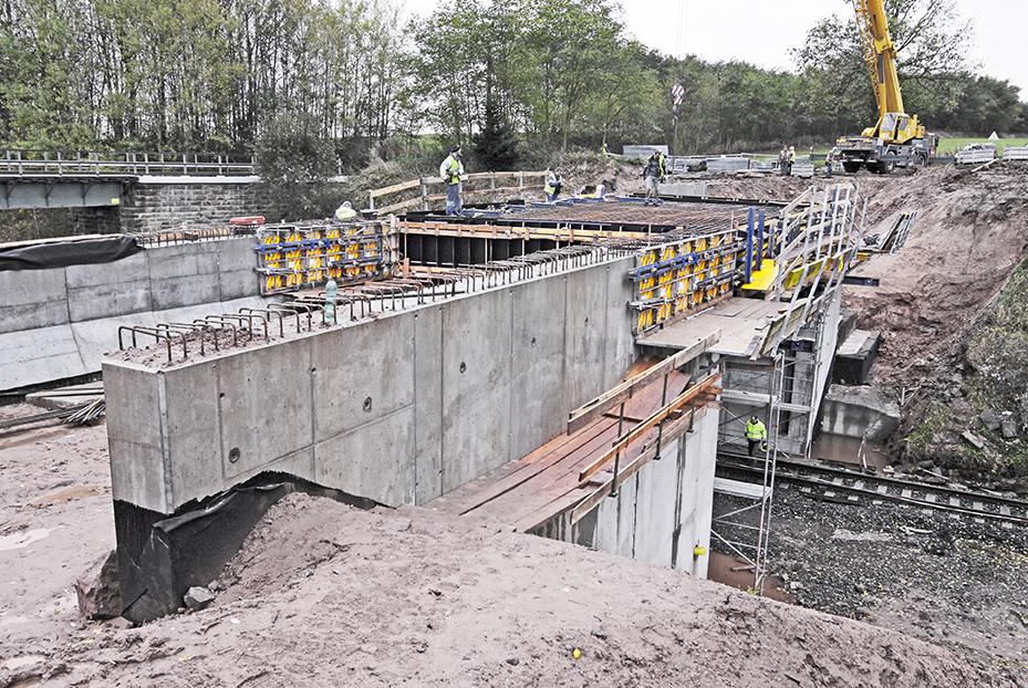 Celkový pohled na rozestavěný most