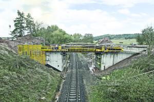 betonování opěr mostu