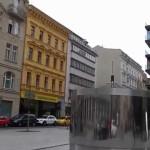 Pohyblivá socha Franze Kafky od Davida Černého v Praze – 02
