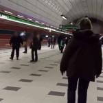 Eskalátory ve stanici Petřiny – příjezd na nástupiště