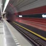 Odjezd vozové soupravy ze stanice Nádraží Veleslavín
