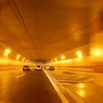 Při průjezdu tunelem Blanka se vyplatí klid a soustředění na jízdu