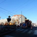 Oprava tramvajové tratě komplikuje provoz u pražské  křižovatky Balabenka