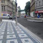 Do Husitské ulice vPraze 3 se ve směru do centra vrací provoz
