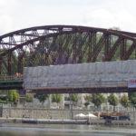 Lávka na železničním mostě vPraze by se měla zprovoznit už na konci září