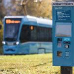 Jízdenkomaty Dopravního podniku Ostrava nově přijímají eura i platby kartou