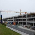 Jak pokračuje stavba parkovacího domu u stanice metra Černý Most?