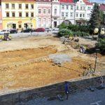 Při revitalizaci náměstí ve Valašském Meziříčí se našly základy barokní kašny